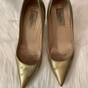 Preowned Gold metallic Valentino pumps